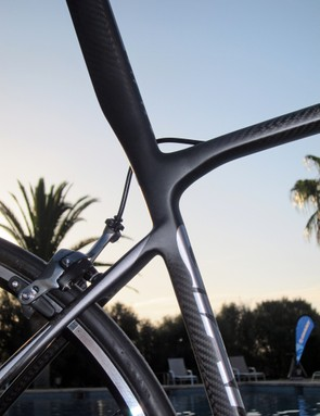The seat cluster on the new Giant Defy Advanced SL is notably minimal, allowing for extra fore-aft flex from the integrated seatmast for extra comfort on rough surfaces.