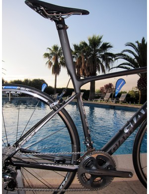 The new Giant Defy Advanced SL isn't just lighter than the standard Defy Advanced - its integrated seatpost also allows for more minimal seat tube shaping since it doesn't have to accommodate a telescoping, aero-profile seatpost.