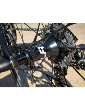 The Giant P-SLR1 rear hub uses DT Swiss's proven star ratchet driver mechanism and straight-pull spoke anchors borrowed from the Tricon design but with more widely spaced flanges and radial driveside lacing to gain wider bracing angles, thus improving lateral rigidity.