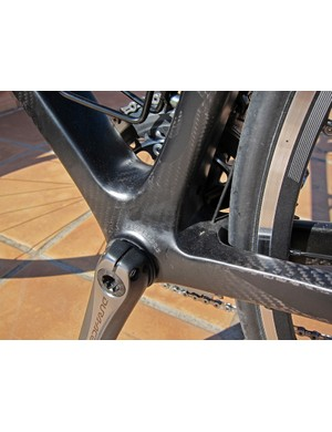 The PowerCore bottom bracket design continues on with its ultra-wide down tube and seat tube joints, broadly spaced chain stays, and press-fit bearing cups for use with standard 24mm-diameter spindles.