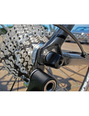 Giant has moved the replaceable rear derailleur hanger position so that it's now sandwiched in between the frame and hub, supposedly offering more stiffness for improved shifting precision under load.