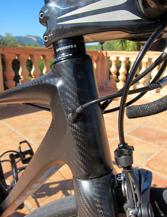 The internally routed cables on the revamped Giant TCR Advanced SL enter the frame right at the head tube.  It makes for a clean appearance - and should offer better protection from the elements - but the tight confines can make for awkward cable routing if the housing isn't cut just right.