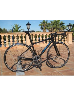 Giant's revamped TCR Advanced SL retains its predecessor's confident handling and comfortable, lively ride but drops heaps of unneeded grams.  Claimed weight for a bare frame is now just 820g - a reduction of 148g from last year.