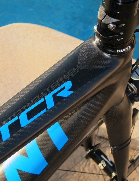 The revised Giant TCR Advanced SL again uses extra-wide top tube and down tube profiles up front for stellar front triangle rigidity.