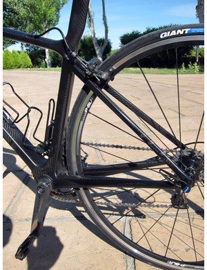 Giant doesn't go with massively oversized chain stays and ultra-spindly seat stays like some of its competition, preferring instead to go with thin tube walls and more moderate external dimensions to provide a smooth ride.