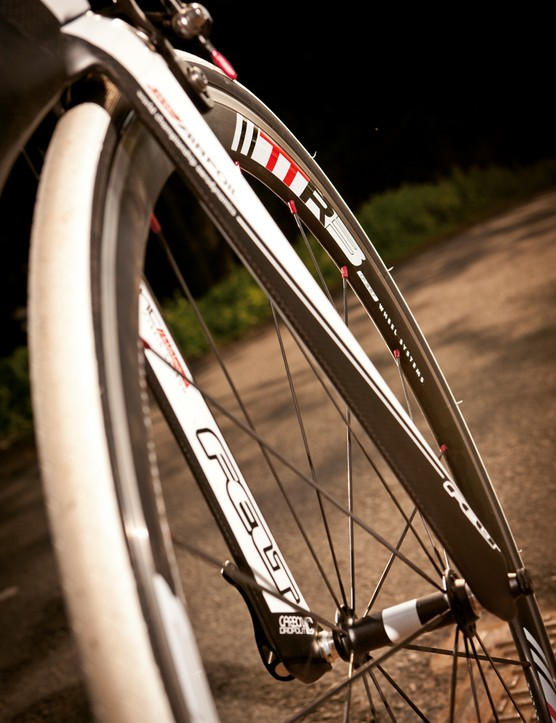 40mm rims help reduce drag at the cutting edge, but their weight eats up acceleration wattage