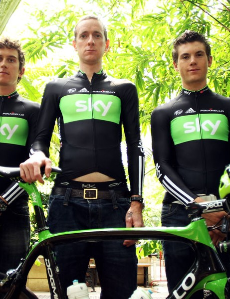 Wiggins with teammates Geraint Thomas (L) and Ben Swift (R)