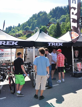The Trek demo tent at Passportes du Soleil