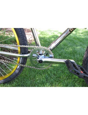 The Performer comes with three-piece cranks and a steel chain wheel