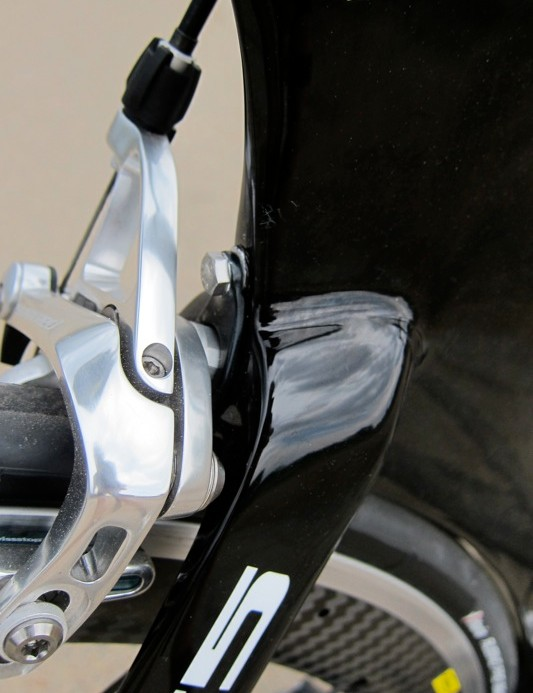 The rear brake mounts using a system similar to that of the P3 and P4 time trial bikes
