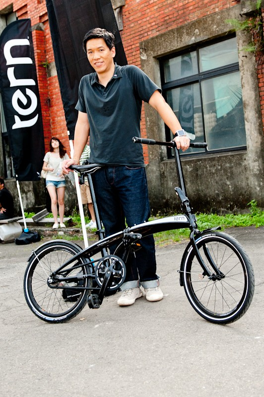 Josh Hon with a Tern Verge Duo. The coaster brake means no bar controls