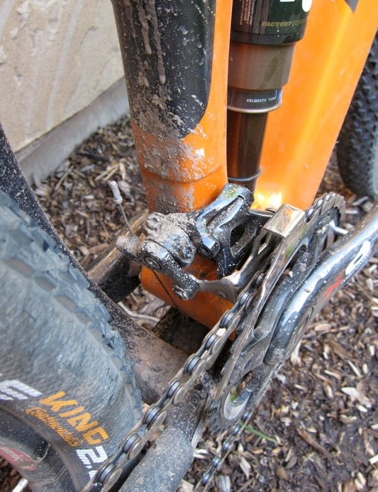 The E-Type front derailleur mounts cleanly and offers good tire clearance