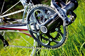 a BB30 bottom bracket and chainset keep the BH stiff