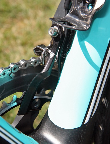 Andy Schleck (Leopard Trek) doesn't exactly have the best track record as far as chain retention is concerned so it's no surprise to see an AceCo K-Edge chain watcher mounted here