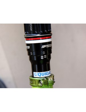 Rotating the central collar on Ivan Basso's (Liquigas-Cannondale) odd seatpost raises and lowers the saddle height in small, stepped increments