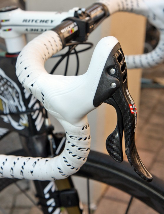 Several Omega Pharma-Lotto Canyons are also fitted with white Campagnolo hoods