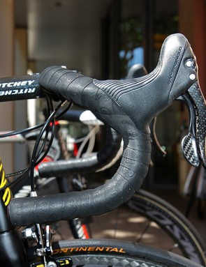 Philippe Gilbert (Omega Pharma-Lotto) uses a classic bend on his Canyon Aeroad CF