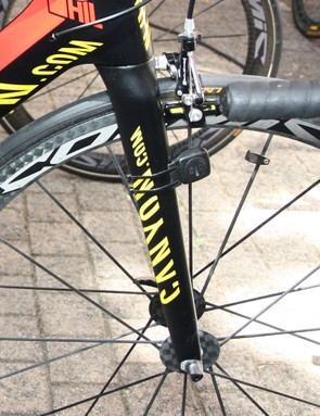 Canyon's Aeroblade SL fork features an interchangeable 'chip' system that allows for two different fork rakes. Philippe Gilbert (Omega Pharma-Lotto) has opted for the faster handling setup here