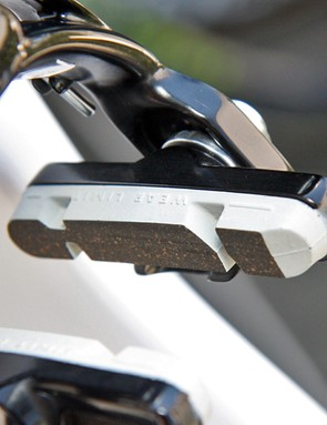 Even Movistar's brake pads are finished in white