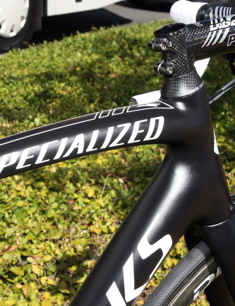 The top tube flares outward and curves downward as it joins the head tube in what is now a Specialized trademark frame feature