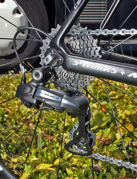 The rear derailleur wire is run neatly inside the chainstay
