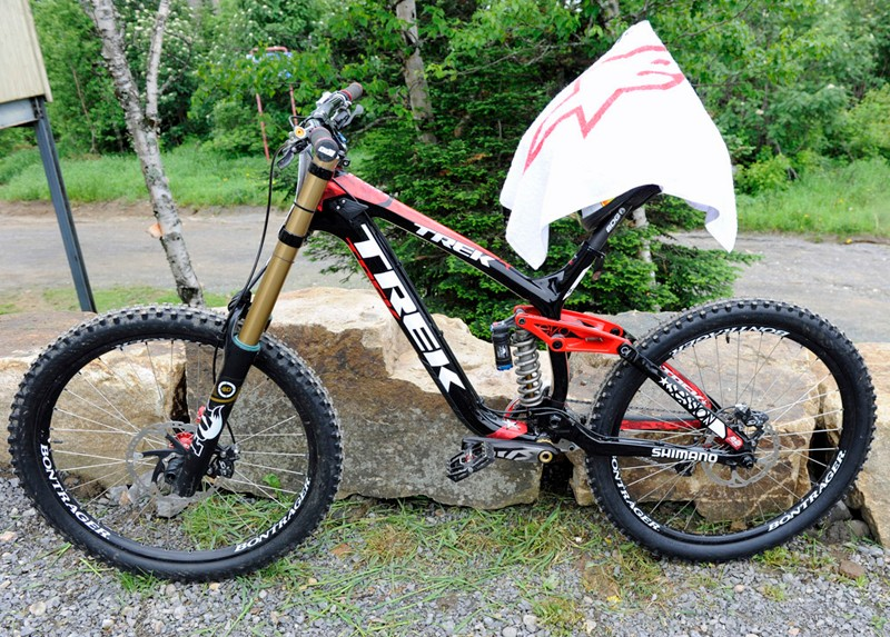 Aaron Gwin has been riding this prototype carbon fibre Trek Session