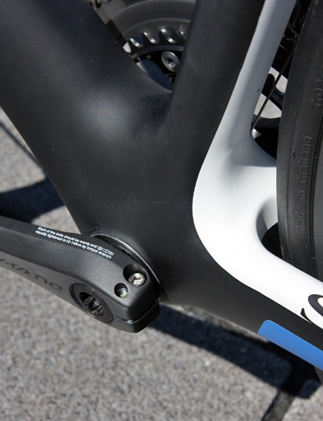 Storck fit the redesigned Absolutist with an extra-wide bottom bracket shell housing press-fit bearing cups, a similarly broad down tube, and chainstays that have more breathing room for additional rear-end rigidity