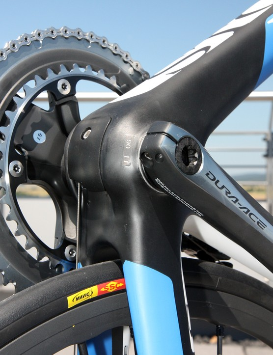 The bottom bracket guide on the newly internally routed Storck Absolutist is covered by an additional cover that's mostly cosmetic but also serves to protect the lines from road grime