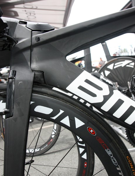 The top tube uses BMC's trademark T-shaped profile. The down tube is dropped close enough to the front wheel that a cutout is needed