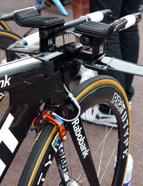 Time trial technology is progressing incredibly quickly these days. Whereas Rabobank's Giant Trinity Advanced SL looked cutting edge just a few years ago, this front brake line dangling out in the wind now looks a little clumsy
