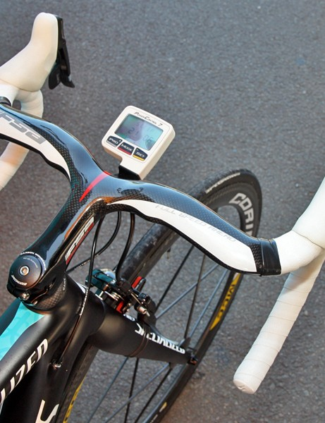 Alexandre Vinokourov (Astana) continues to favor one-piece integrated bars on his road bikes