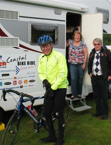 Bill, his support team of the week and his motor home