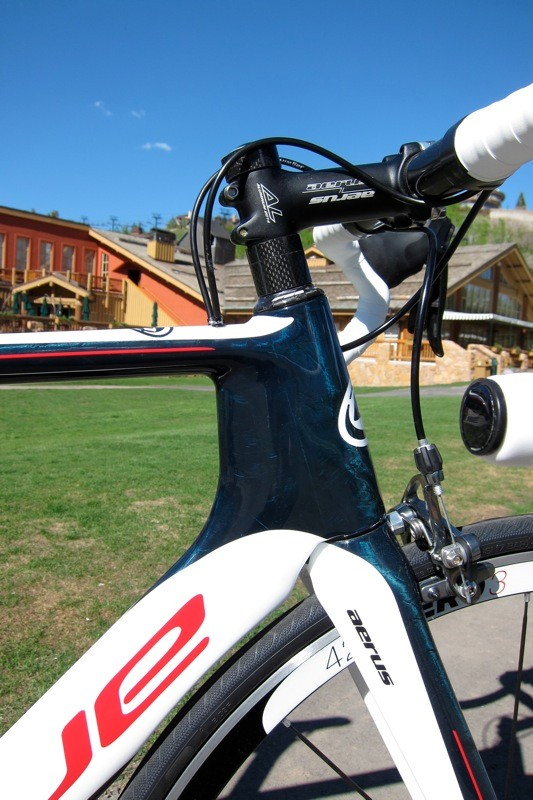 One of the most important changes is the new shape for the head tube; the new profile adds stiffness and aero performance