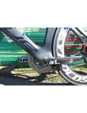 The massive bottom bracket area bolsters stiffness, and houses a standard BB30 shell