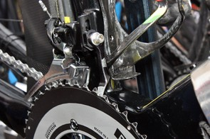 Thor Hushovd's (Garmin-Cervélo) Cervélo S5 is fitted with a de-logoed AceCo K-Edge chain watcher