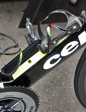 Yellow paint accents the flattened part of Thor Hushovd's (Garmin-Cervélo) Cervélo S5 down tube. Cervélo claim this modification helps divert air around water bottles for improved aerodynamics in real-world conditions