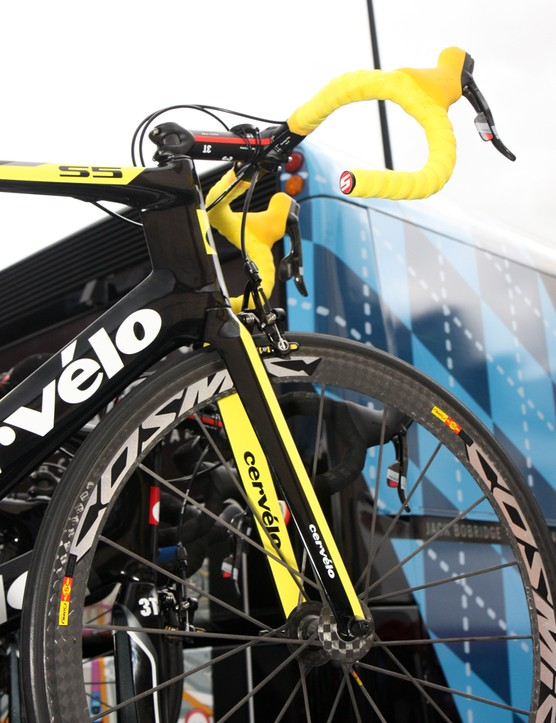 Thor Hushovd's (Garmin-Cervélo) Cervélo S5 doesn't go over the top with yellow, instead featuring splashes of it here and there in a more tasteful fashion