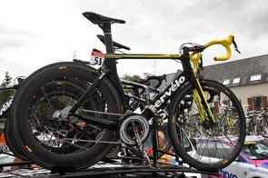 Thor Hushovd's (Garmin-Cervélo) yellow Cervélo S5 is hard to miss atop the team car