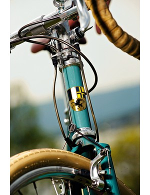 Traditional cantilever brakes fit the look but are a little tame