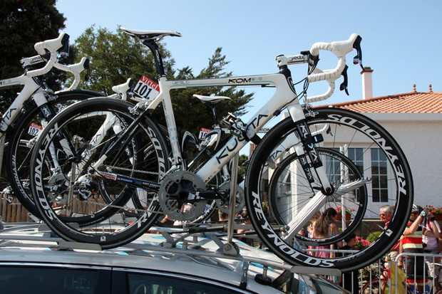 AG2R-La Mondiale are using the Kuota KOM road frameset equipped with SRAM Red and Reynolds carbon wheels