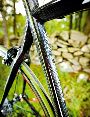 The frameset includes a full seat mast to minimise material, weight and road buzz