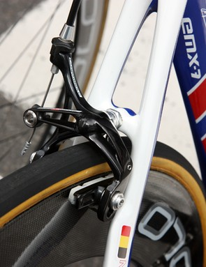 Like most Campagnolo-sponsored riders, Tom Boonen (Quick Step) uses a single-pivot rear brake caliper. Campagnolo now offer a dual-pivot rear option but not many riders choose it