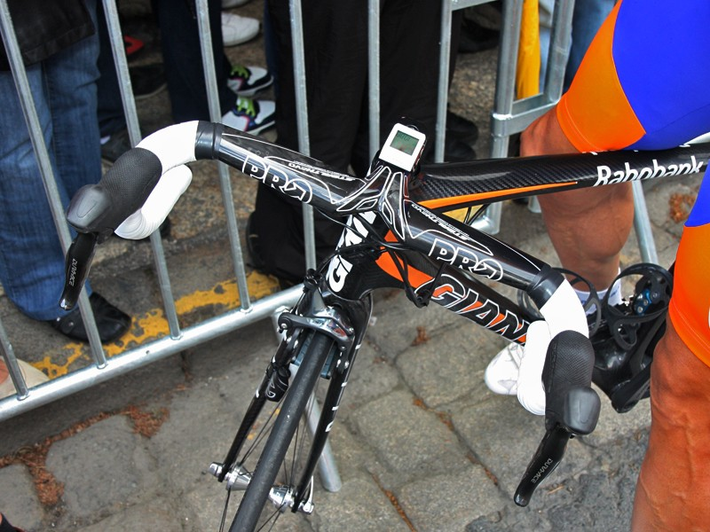 One of Rabobank's new Giant TCR Advanced SL bikes was fitted with a new extra-oversized 1-1/4in version of PRO's Stealth Evo integrated carbon fiber stem and handlebar to go along with Giant's new OverDrive 2 steerer size