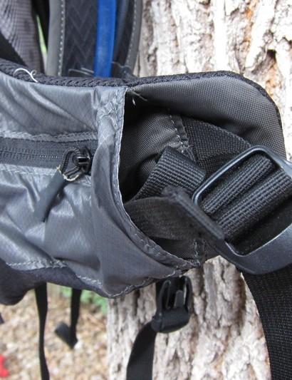 The reservoir compression system resides internally, behind the waist belt pocket