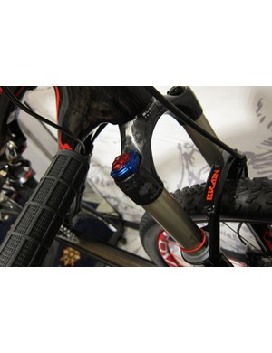 Specialized's new crown mounted Brain Fade inertia valve adjuster