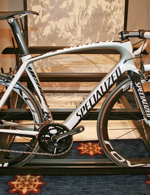 New paintjobs on the Venge have appeared; here's a US-only non-S-Works Venge, complete with Shimano Ultegra bits