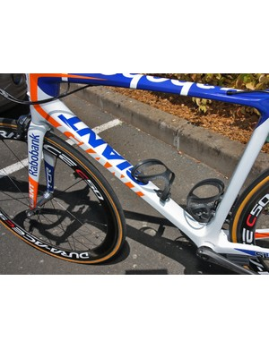 The MegaDrive down tube on the Rabobank Giant TCR Advanced SL is nominally round at the head tube but turns much more rectangular down by the bottom bracket