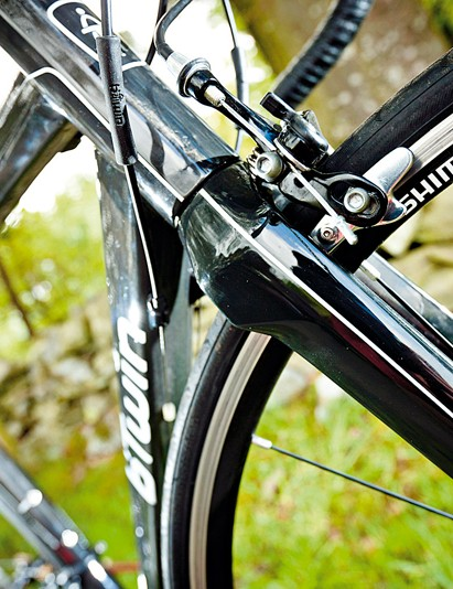 The carbon fork helps towards an impressively low chassis weight