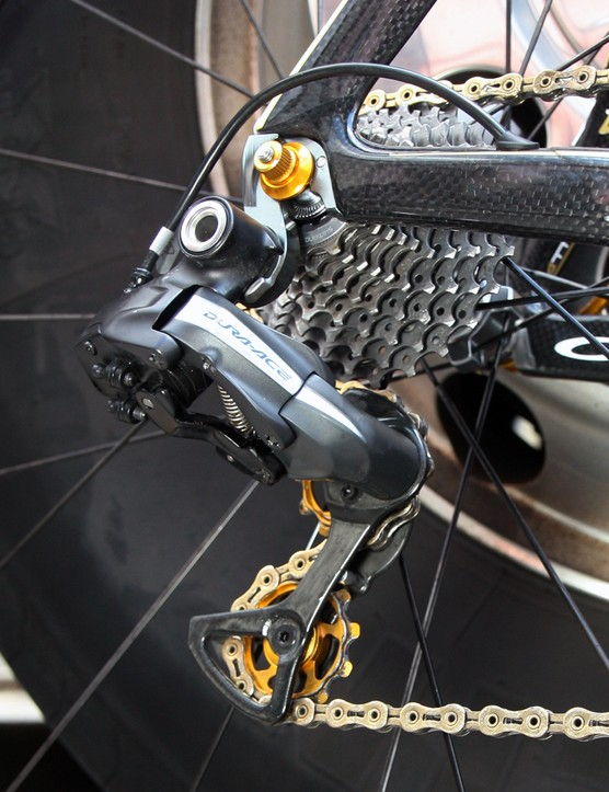 Gold KCNC pulleys are fitted to Samuel Sanchez's (Euskaltel-Euskadi) Orbea Orca