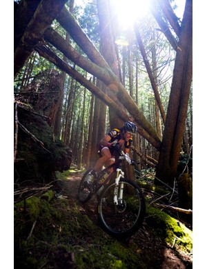 Overall solo men's winner Chris Sheppard (Rocky Mountain) roars through the woods